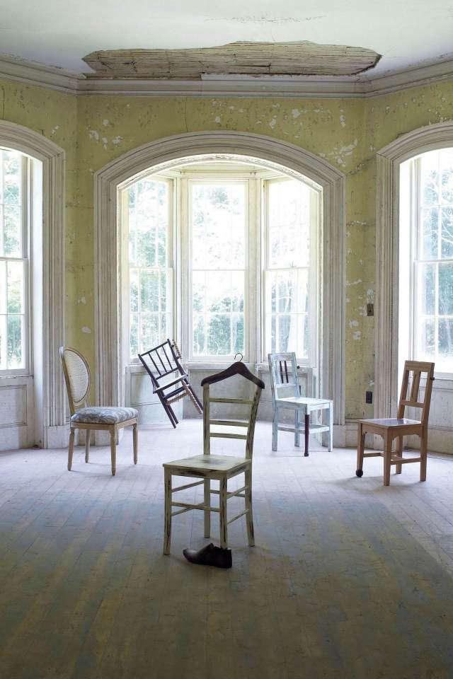 chairs-akimbo