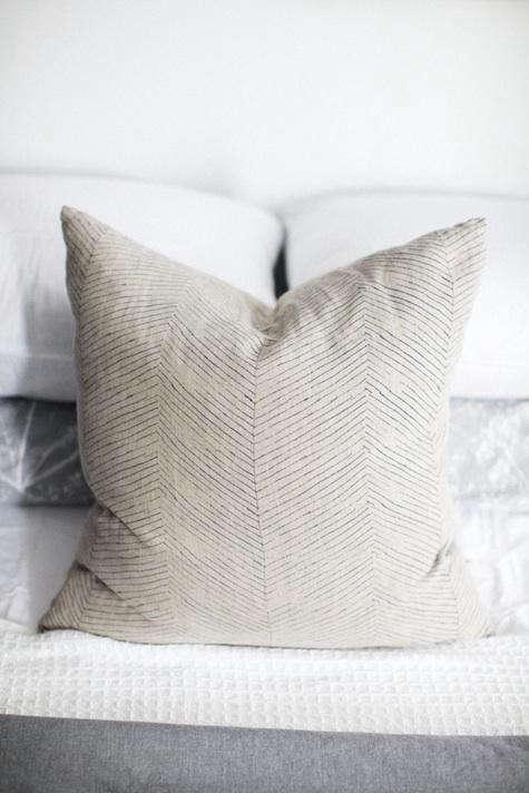 hinge-pillow