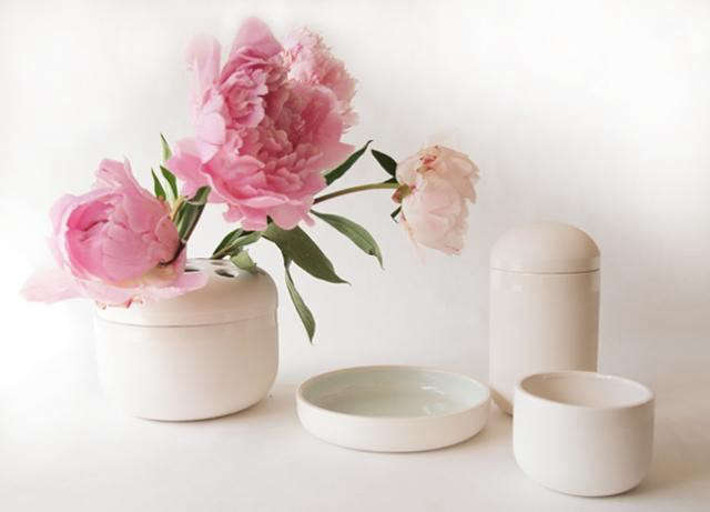 640_fleet-white-vases