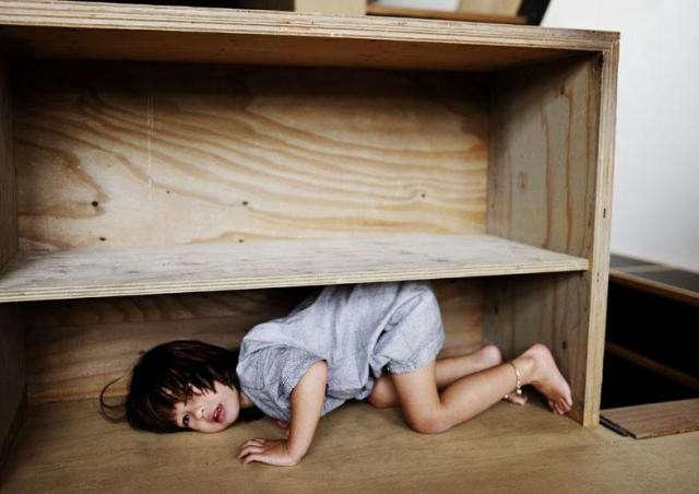 640_kids-case-in-shelf