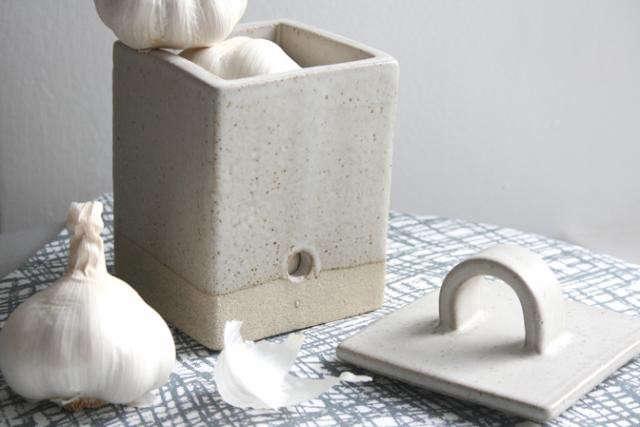 640_papa-stour-garlic-holder-jpeg