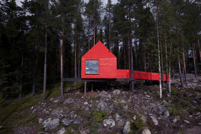 640_red-treehouse-sweden-1
