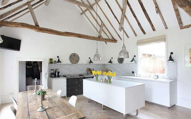 640_sussex-kitchen-wooden-beams