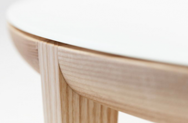 640_upclose-moon-table