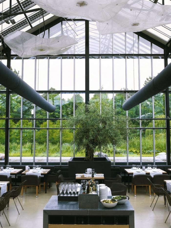 700_de-kas-interior-blue-tables