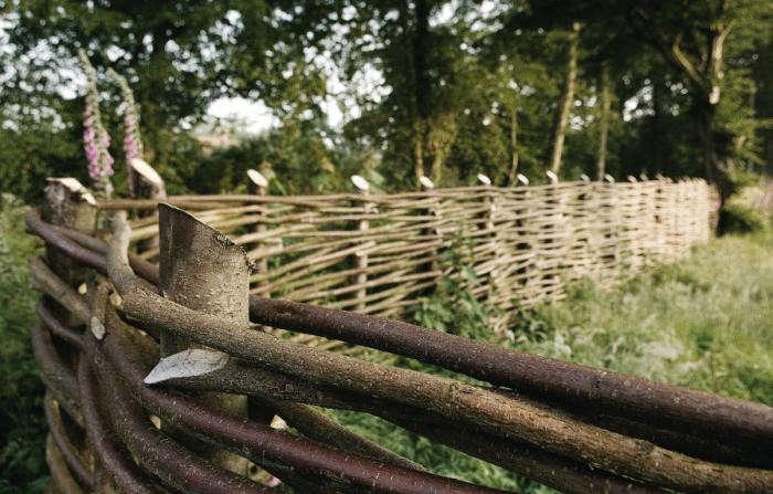 700_walnuts-farm-location-house-fence2