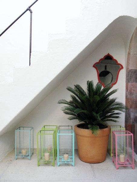 casamidy-lanterns-under-stair