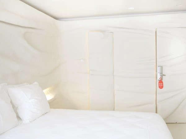 exchange-bedroom-pink-splash