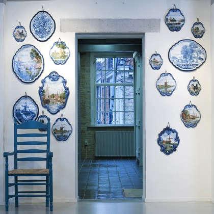 tichelaar-blue-plates-on-wall