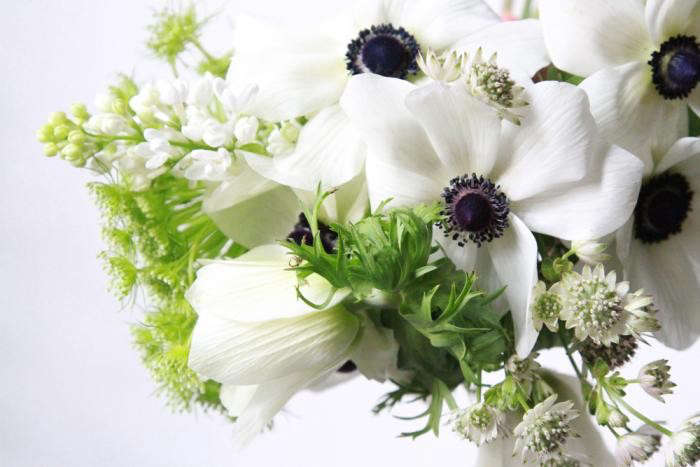 700_anemone-with-green-mist-lilac-and-astrantia