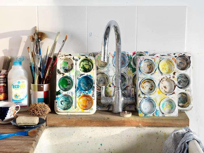 700_artists-studio-by-threefold-architects-with-painters-palettes-and-washing-sink