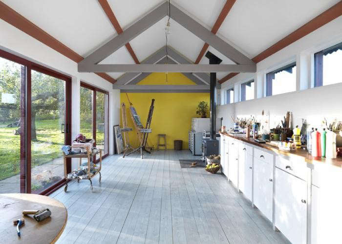 700_artists-studio-with-painted-wood-floors-by-threefold-architects