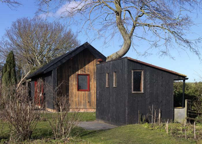 700_charred-wood-siding-garden-shed-by-threefold-architects