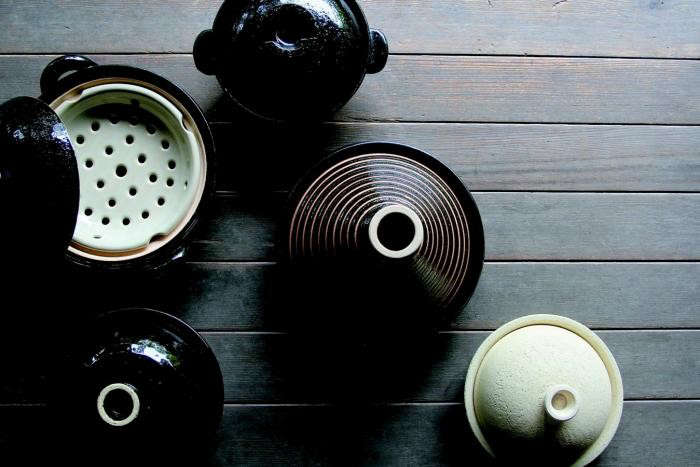 700_donabe-pots-array