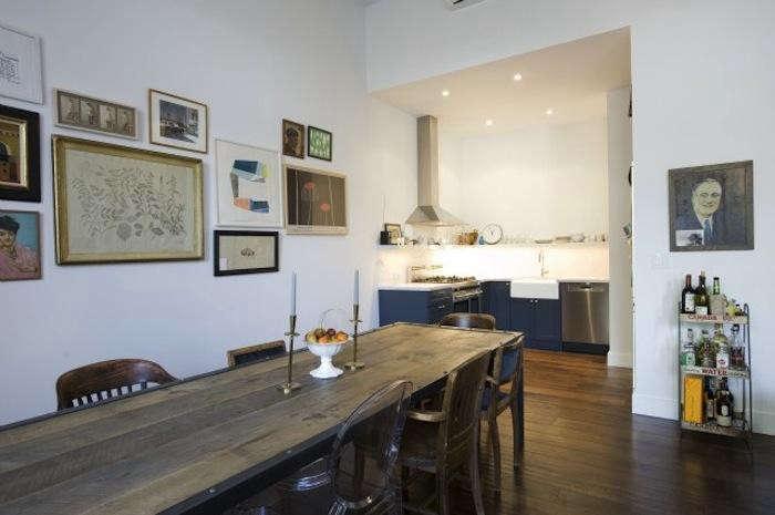 700_elizabeth-roberts-brooklyn-heights-home-with-worn-wood-table