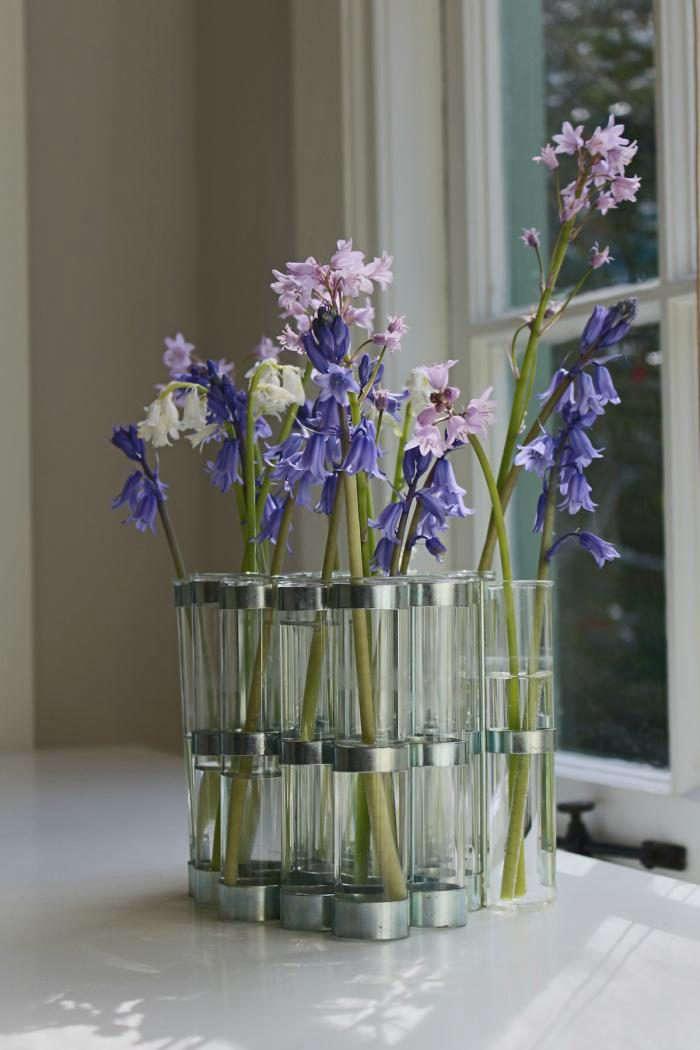 700_home-office-flowers-on-desk