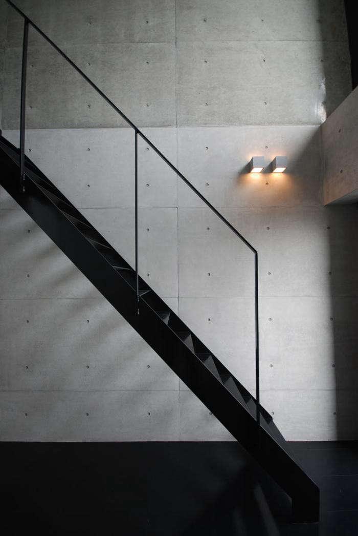 700_katayama-apt-stairs