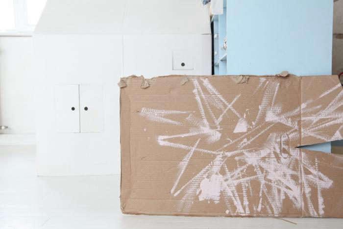 700_le-dans-la-white-painted-cardboard-box-jpg