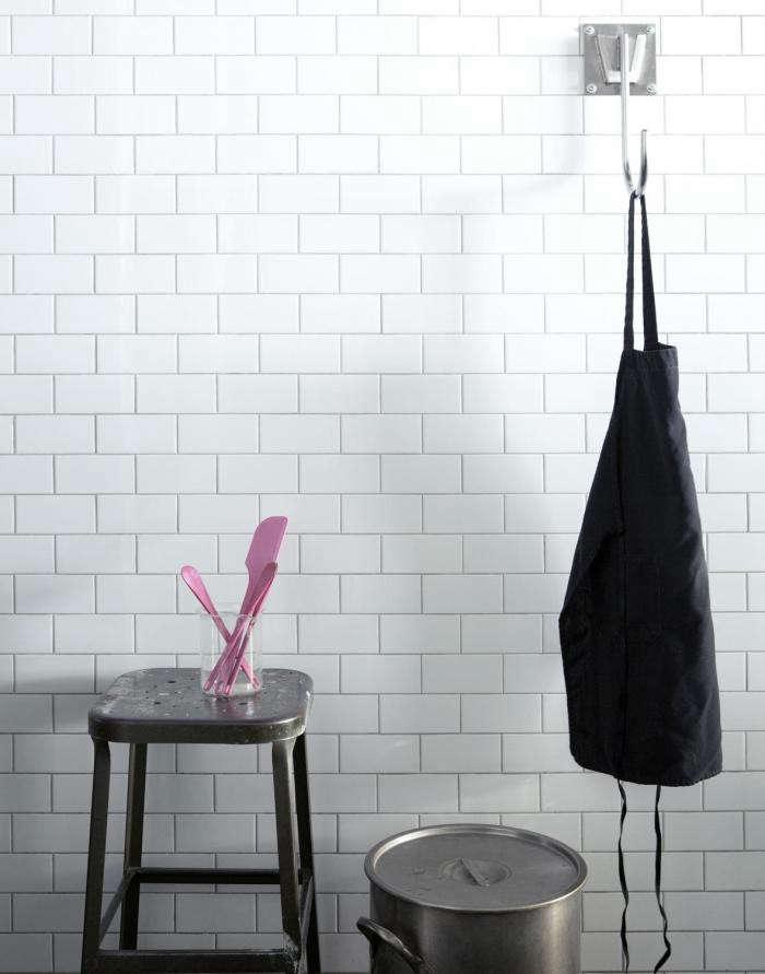 700_papabubble-apron-on-wall