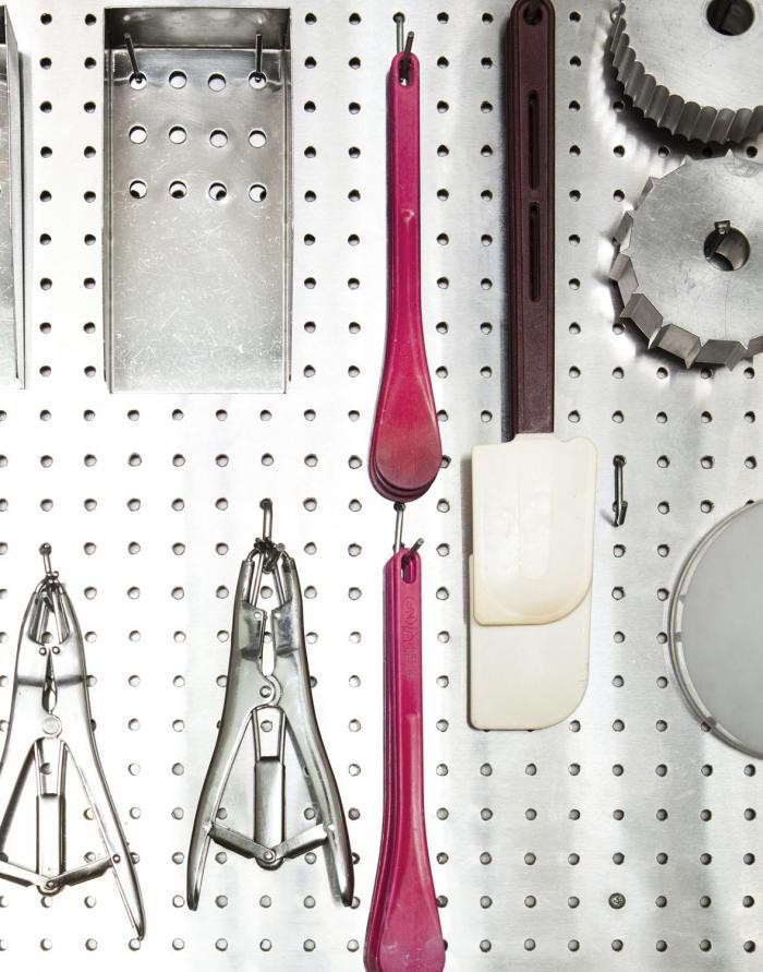 700_papabubble-tools-on-pegboard