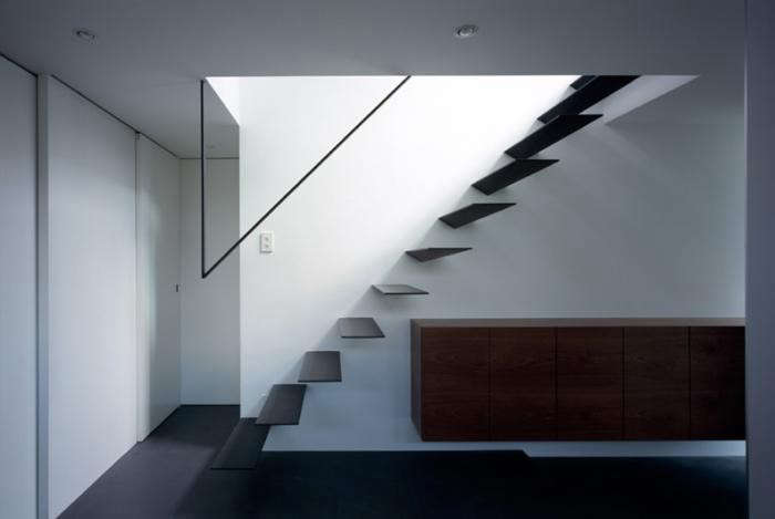 700_satoshi-kurosaki-stairs