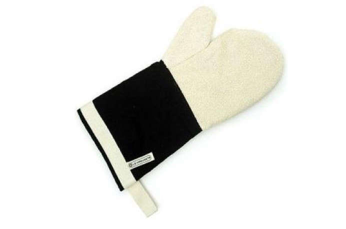 le-creuset-oven-glove-10