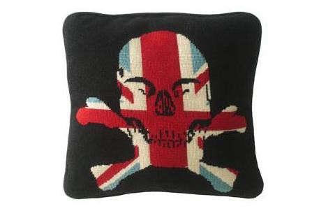 skull-pillow-2