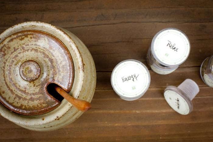 700_backyard-beekeeping-honey-jar-closed