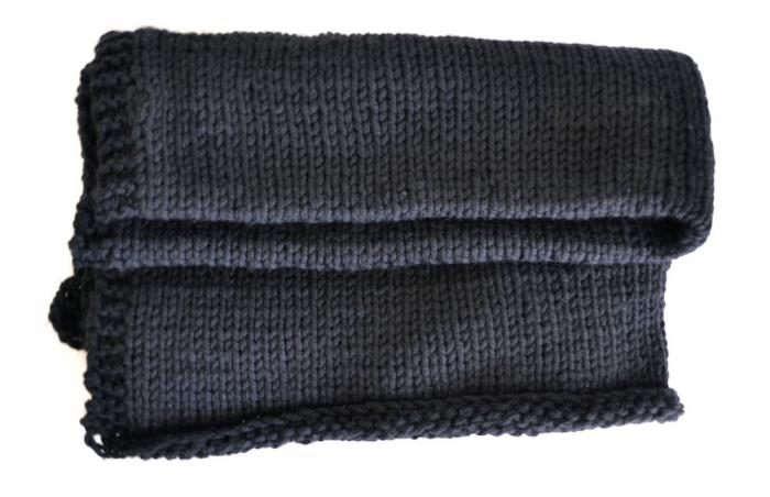 700_cooler-folded-black-blanket