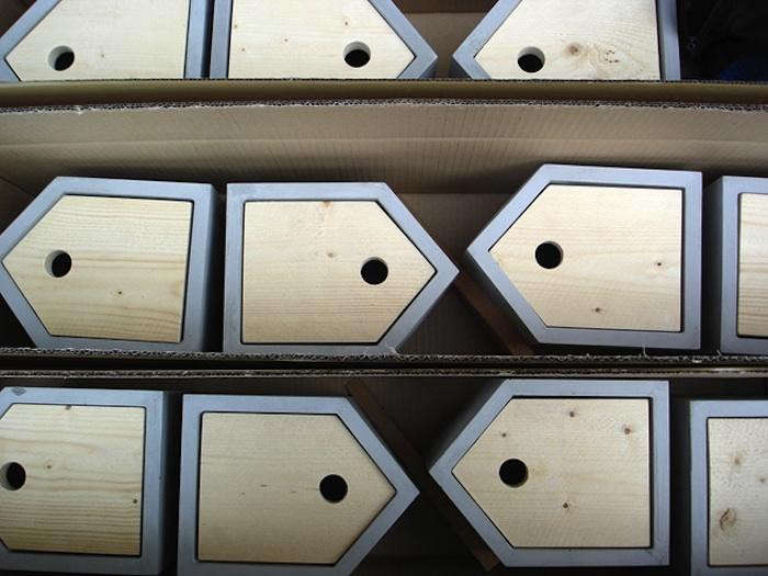 700_das-rote-birdhouses-in-production
