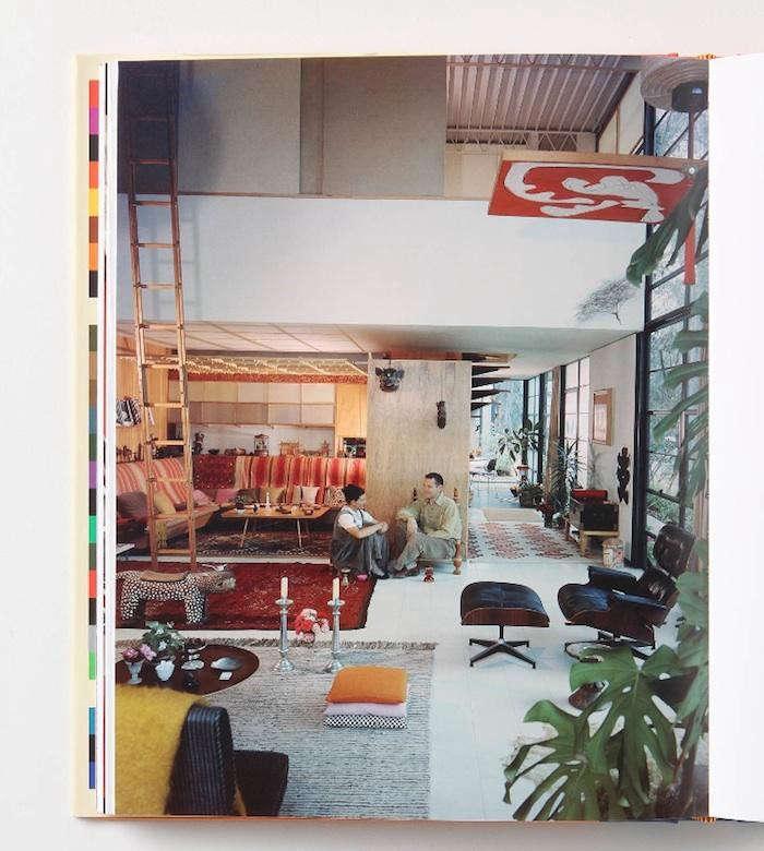 700_living-in-a-modern-way-inside-book-01