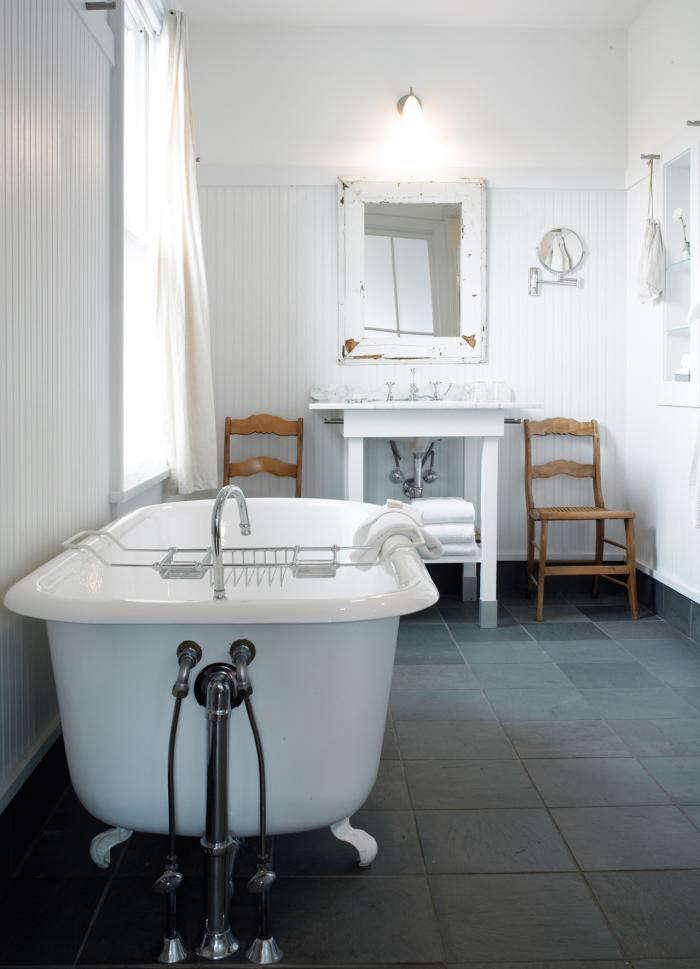 700_porches-hotel-bath