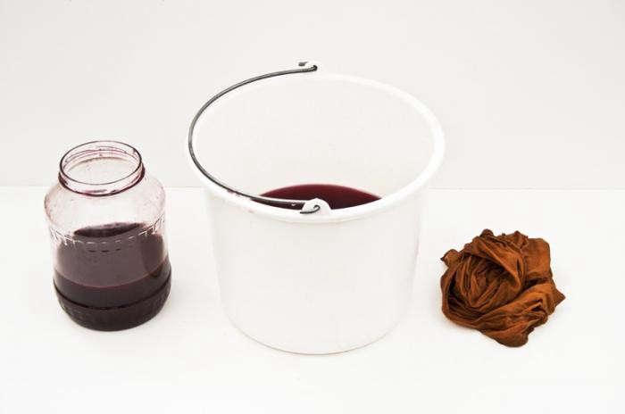700_raw-textile-dye-ochre