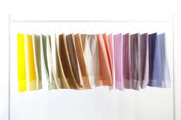 700_raw-textile-hanging-fabrics-01