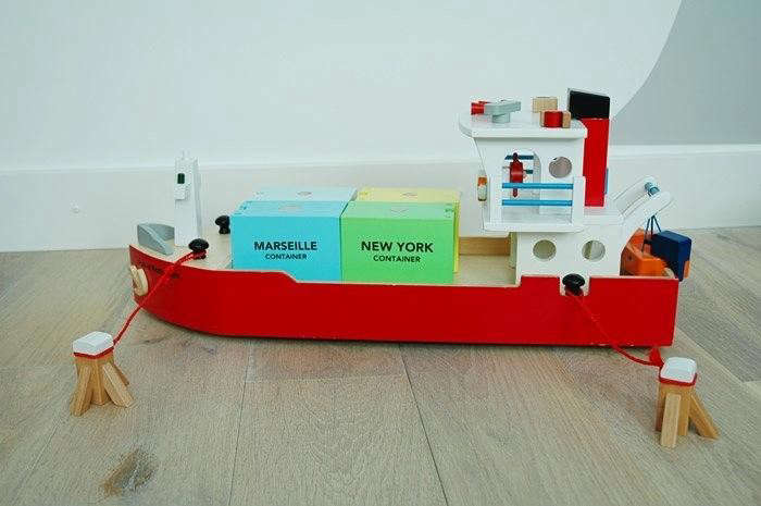 700_red-wooden-toy-boat-dutch