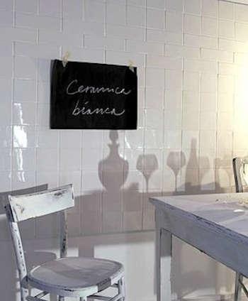 ceramica-white-chairs