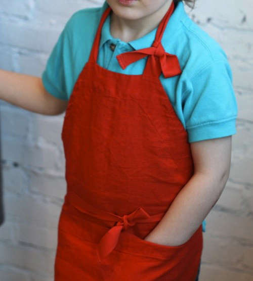 kids-aprons-little-boy-in-red