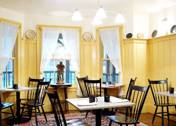 porches-yellow-dining-room