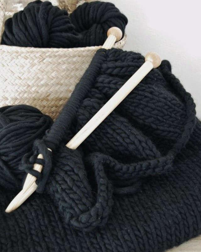 update-mo-black-knit