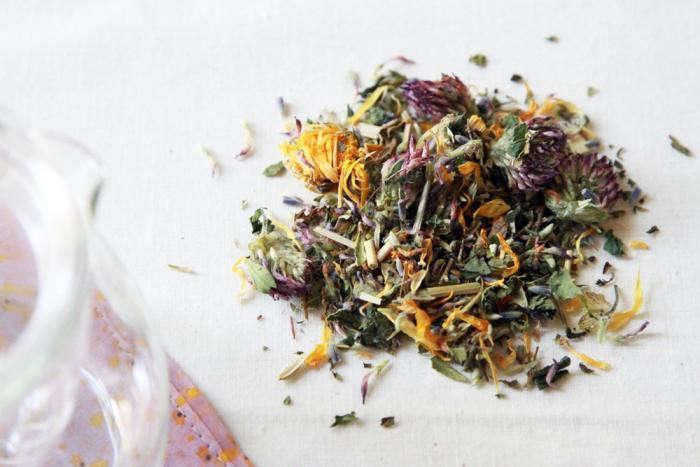 700_allergy-tea-and-glass-tea-pot