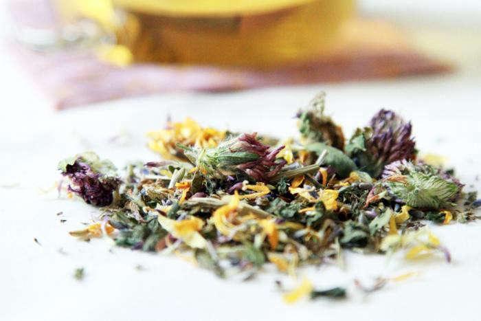 700_allergy-tea-on-table