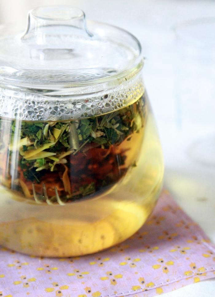 700_allergy-tea-steeping-with-lid
