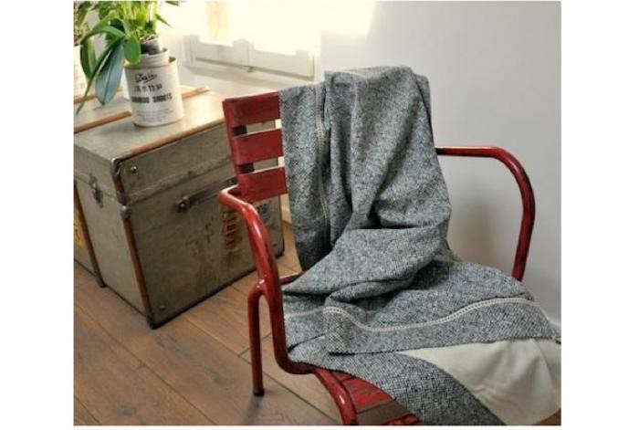 700_flanelle-throw-with-red-chair