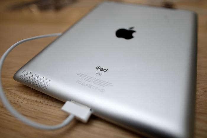 700_i-pad-plugged