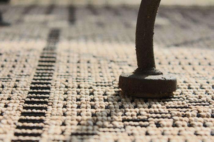 700_outdoor-rug-pottery-barn-closeup