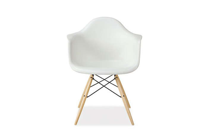 700_white-eames-molded-plastic-chair