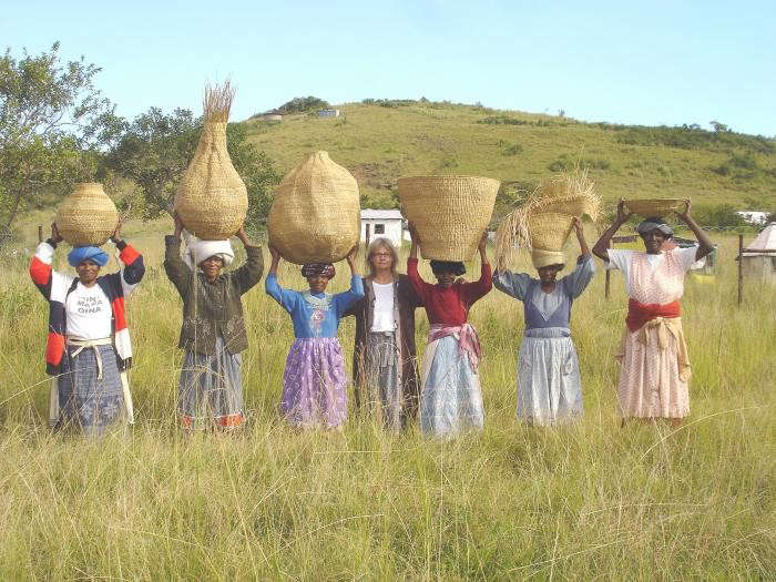 700_xhosa-weavers-with-contemporary-baskets