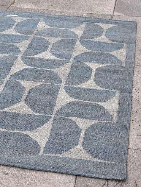 Dhoku-rug-gray-half-circles