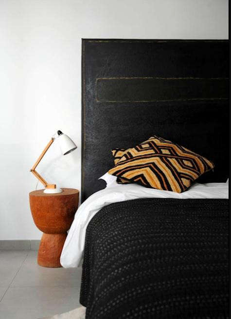 cassis-bed-sidetable