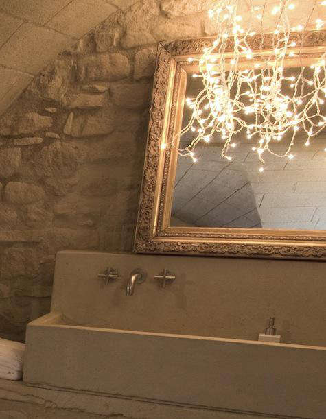 String Lights In Bathroom : DIY: String Lights in the Bath: Remodelista